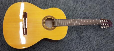 Yamaha CGS-104 ( sis.pussi)  (K)