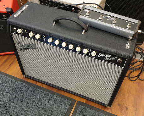 Fender SuperSonic 22 putkicombo (K)